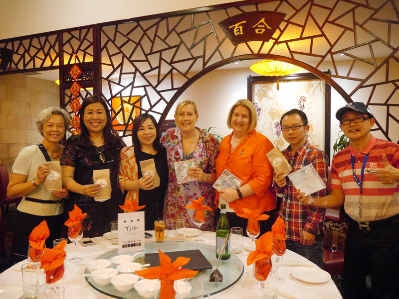 UniSA Advancement Services staff and Hong Kong MBA alumi at dinner