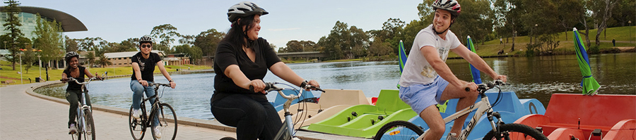 Peopel cycling along the Torrens river