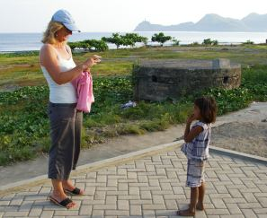 Siobhan photographing a child, Dili, Timor Leste
