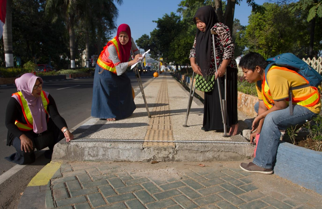 Dr Jan Edwards and her team evaluating pavements for people with a disability