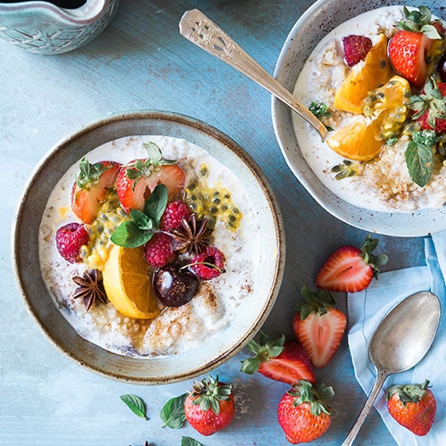 breakfast bowl of oats and fruit